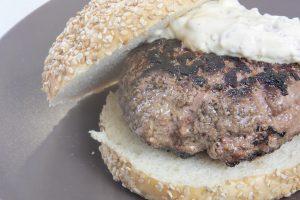 Bull meat burguer, brioche bun & tartar sauce