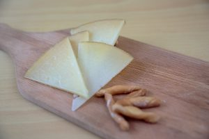 Cured spanish cheese